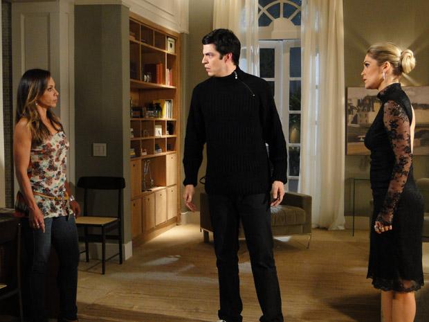 Amanda conta a verdade para Ícaro: Rafael não é seu filho (Foto: Morde&Assopra/TVGlobo)