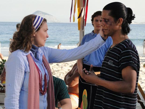 Sueli consola Xicão (Foto: Insensato Coração / Tv Globo)