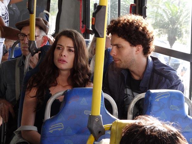 Lili fica arrasada quando Márcio conta que dormiu com Jôse (Foto: O Astro / TV Globo)