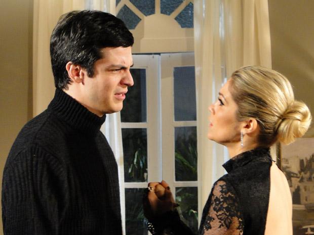 Ícaro fica revoltado com Naomi e a expulsa (Foto: Morde&Assopra/TVGlobo)