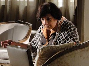 Salomé é flagrada com as joias roubadas (Foto: Morde & Assopra / TV Globo)