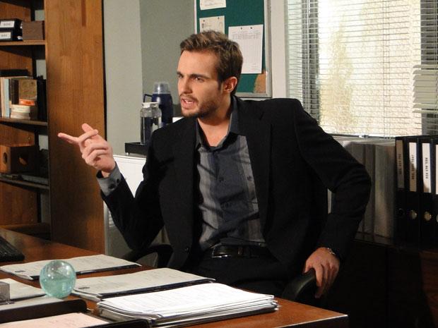 Wilson fica intrigado com desculpa inventada por Elaine (Foto: Morde & Assopra/TV Globo)
