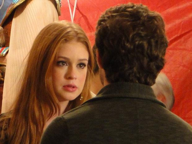Magoada, Alice acredita que Guilherme se tornou uma pessoa melhor (Foto: Morde & Assopra / TV Globo)