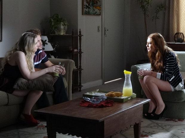 Alice admite para Inês que pode voltar a morar com Minerva (Foto: Morde & Assopra / TV Globo)