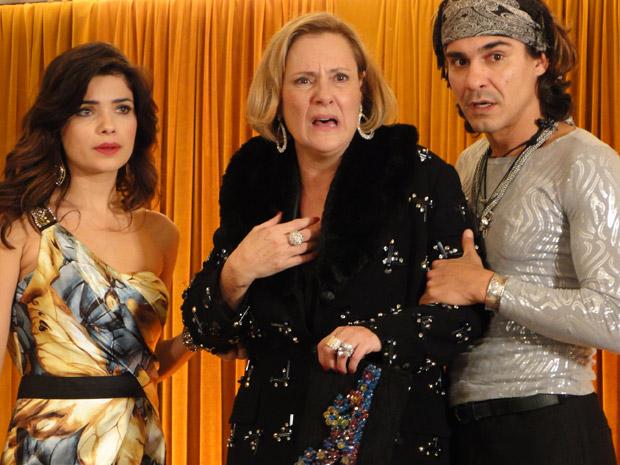 Chocadíssima, Minerva vê Isaías pedindo Virgínia em casamento (Foto: Morde&Assopra/TVGlobo)