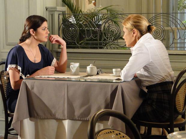 Natália promete conseguir pasta para Júlia (Foto: Morde&Assopra/TVGlobo)
