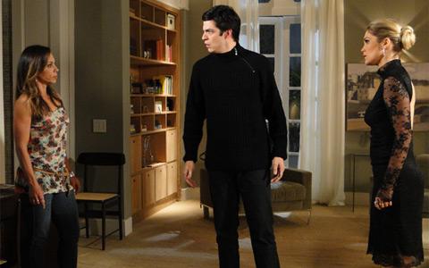 Amanda conta para Ícaro que é mãe de Rafael (Morde & Assopra / TV Globo)