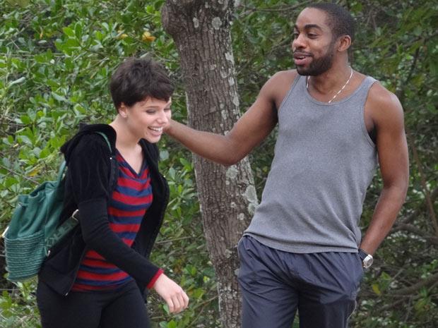 Bruna Linzmeyer interpretando Leila, ao lado de André, personagem de Lázaro Ramos (Foto: Insensato Coração / TV Globo)