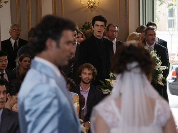 Ícaro reconhece joia usado por Celeste durante o casamento e acusa a morena (Foto: Morde&Assopra/TVGlobo)