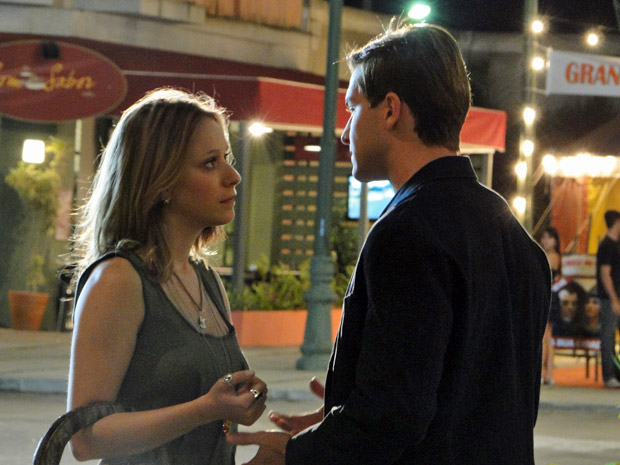 Tânia convence Guilherme a mandar dinheiro para Dulce (Foto: Morde&Assopra/TVGlobo)