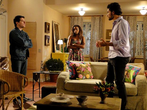 Gabino invade a casa de Fabíola (Foto: Insensato Coração / TV Globo)