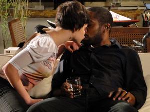 Leila beija André (Foto: Insensato Coração/ TV Globo)