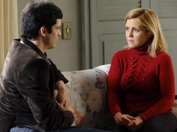 Júlia aconselha Ícaro a adotar Rafael (Foto: Morde&Assopra/TVGlobo)