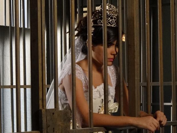Celeste passa sua noite de núpcias na prisão (Foto: Morde&Assopra/TVGlobo)
