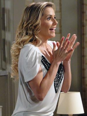 Natalie se empolga com o cachê (Foto: Insensato Coração/ TV Globo)