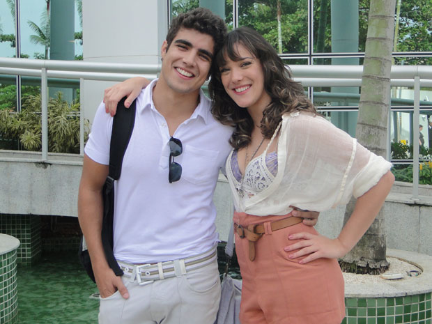 Caio Castro e Adriana Birolli vivem casal em Fina Estampa (Foto: Fina Estampa/TV Globo)