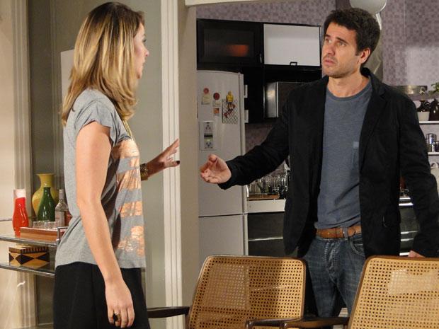 Marina diz a Pedro que não vai deixar que Norma e Léo se casem (Foto: Insensato Coração / TV Globo)