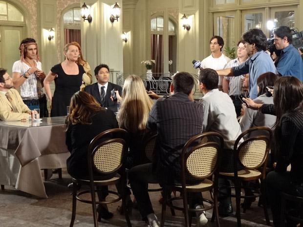 Minerva denuncia falcatruas de Isaías em coletiva de imprensa (Foto: Morde&Assopra/TVGlobo)