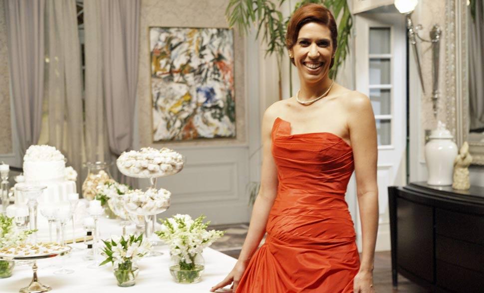 Bibi surpreendeu a todos com seu modelo vermelho de vestido de noiva
