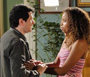 Gabino pede Fabíola em casamento (Foto: Insensato Coração / TV Globo)