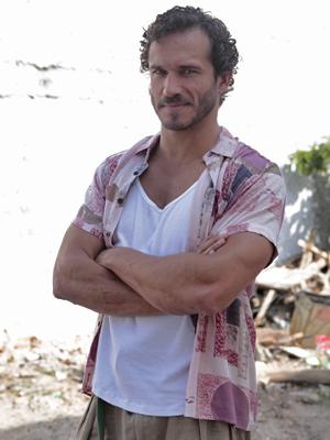 Paulo Rocha interpreta Guaracy, português apaixonado por Griselda (Foto: Fina Estampa/TV Globo)