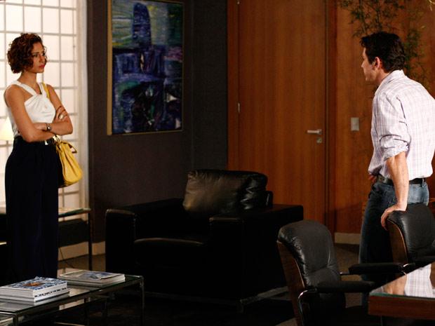 Carol fica chocada ao saber da doença de André (Foto: Insensato Coração / TV Globo)
