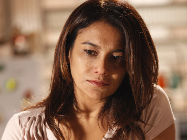 Dira Paes interpreta a diarista Celeste em Fina Estampa  (Foto: Fina Estampa/TV Globo)