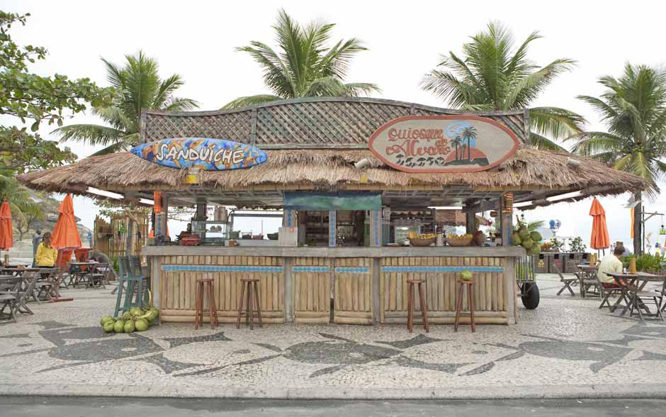 Na praia, o Quiosque do Álvaro é o principal point