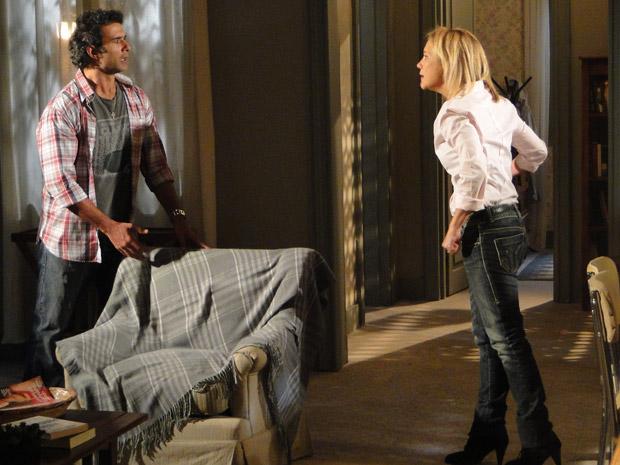 Júlia diz para Abner que ele não a ama de verdade (Foto: Morde&Assopra/TVGlobo)