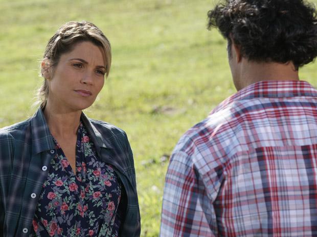 Naomi diz para Abner que Júlia não o ama (Foto: Morde&Assopra/TVGlobo)