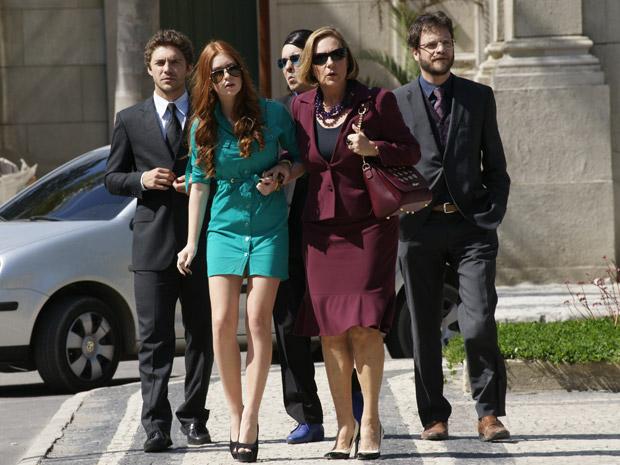 Alice se surpreende ao ver Guilherme com Tânia e acusa o ex de dar mais um golpe (Foto: Morde&Assopra/TVGlobo)