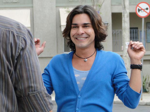 Áureo não esconde a empolgação com a possibilidade de morar com Josué (Foto: Morde & Assopra/TV Globo)