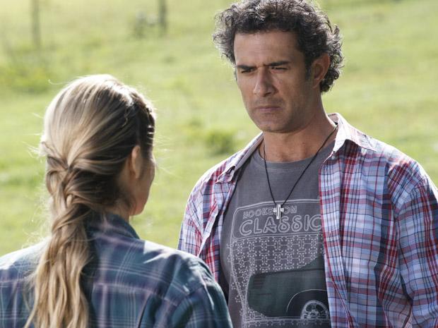 Abner fica ainda mais confuso depois de conversar com Naomi (Foto: Morde&Assopra/TVGlobo)