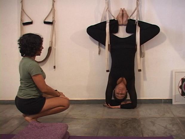 Totia Meireles fez aulas de Yoga para viver Zambeze (Foto: Fina Estampa/TV Globo)