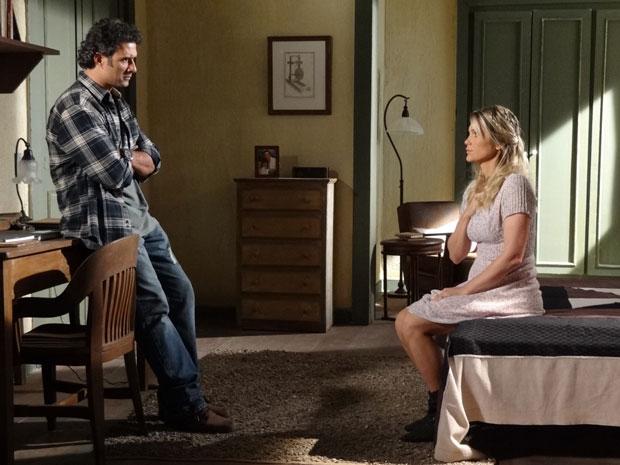 Naomi diz a Abner que não conseguiria amar um homem pobre (Foto: Morde & Assopra/TV Globo)