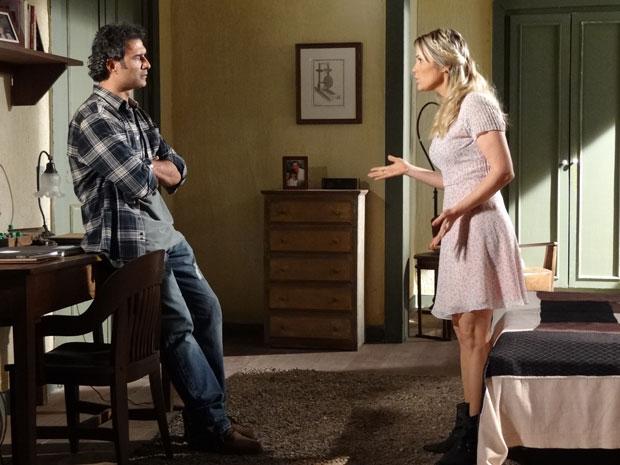Naomi acredita que Ícaro e Júlia têm muitas coisas em comum (Foto: Morde & Assopra/TV Globo)
