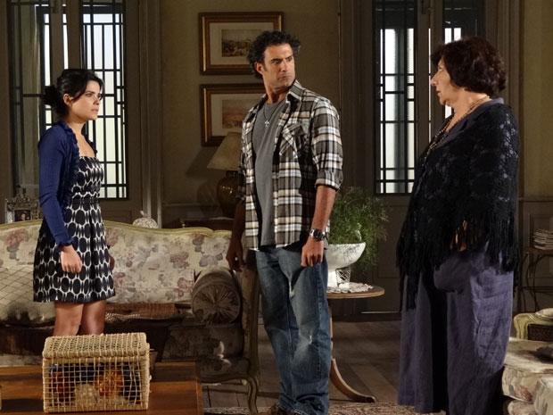 Celeste e Abner ficam surpresos com a opinião de Salomé (Foto: Morde & Assopra/TV Globo)