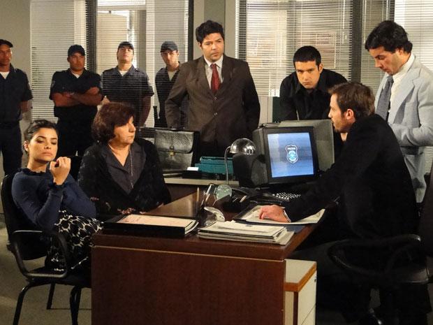 Wilson explica a Salomé e Celeste que elas ainda são suspeitas (Foto: Morde & Assopra/TV Globo)