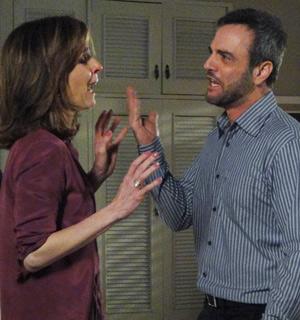 Júlio não perdoa traição e expulsa Eunice de casa (Insensato Coração/ TV Globo)