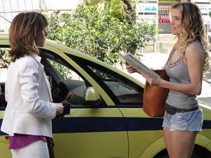 Eunice desmente tudo o que Natalie diz (Foto: Insensato Coração / Tv Globo)