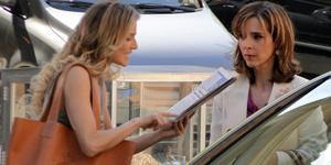 Envolvida em escândalo, Eunice vai parar nos jornais e precisa engolir Natalie (Insensato Coração/ TV Globo)