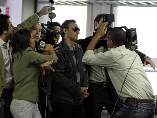 Cortez fugiu de helicóptero, mas voltou voando (Foto: Insensato Coração/TV Globo)