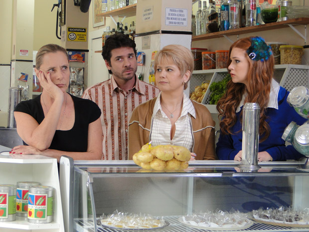 Lilian e Moisés reprovam atendimento de Minerva (Foto: Morde&Assopra/TVGlobo)