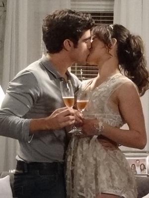 Antenor beija Patrícia (Foto: Fina Estampa/TV Globo)