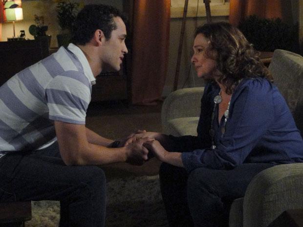 Sueli conta a Eduardo que Kléber é seu pai (Foto: Insensato Coração / Tv Globo)