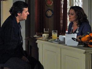 Sueli revela: Eduardo é filho de Kléber (Foto: Insensato Coração/ TV Globo)