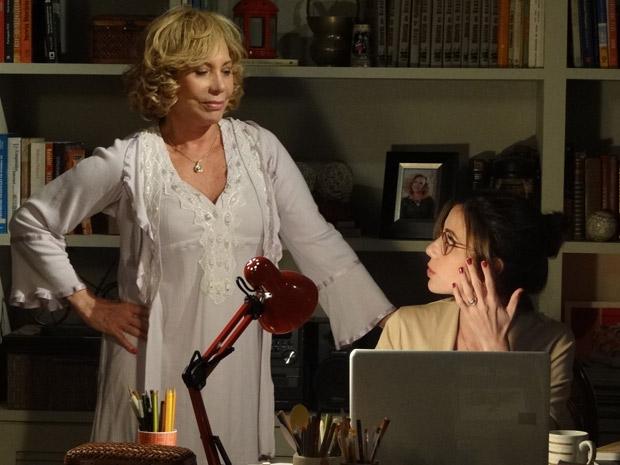 Vilma aconselha a filha a procurar um novo amor (Foto: Fina Estampa/TV Globo)