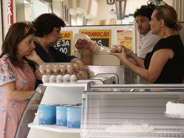 Minerva não gosta da forma como é tratada por Salomé (Foto: Morde & Assopra/TV Globo)