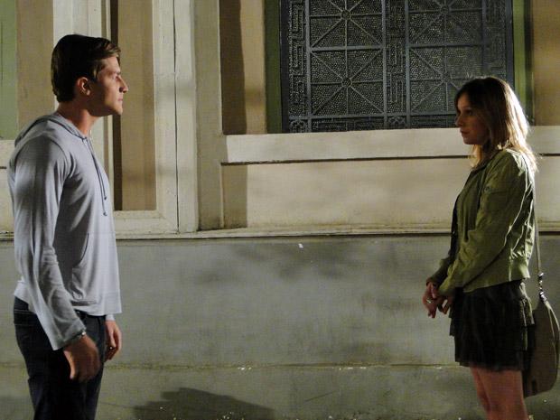 Tânia fala mal de Dulce e Guilherme não gosta (Foto: Morde&Assopra/TVGlobo)