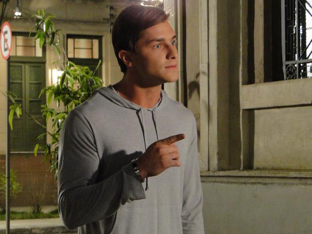Guilherme fica irritado ao ouvir Tânia falando mal de Dulce (Foto: Morde&Assopra/TVGlobo)